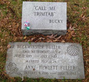 Рис. 4. Надгробие Ричарда Бакминстера Фуллера и его жены Энн Хьюлетт Фуллер. Фото автора статьи.