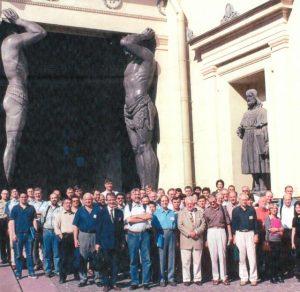 Санкт-Петербург, Симпозиум «Столкновения кластеров», в первом ряду пятый справа — В. Грайнер, четвёртый — я. Есть и Атланты, многим знакомые, Санкт-Петербург, 2003