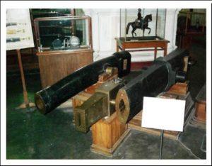 Три различных по системе дисковых орудия из экспозиции Артиллерийского музея в С.-Петербурге.
