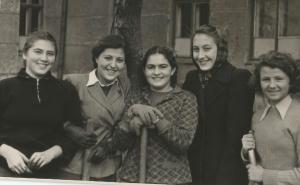 Наша дружная пятерка: Таня Донская, Муся Аглинцева, Юля Исаева, Эмма Полока, Наташа Шальникова