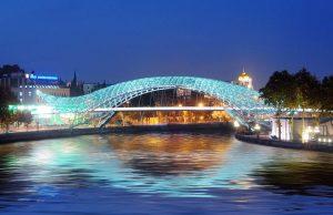 Сверх модерновый Мост Мира
