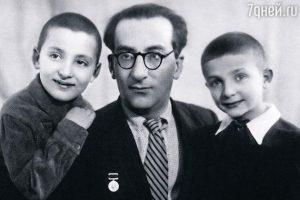 С сыновьями