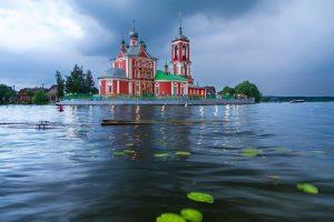 Плещеево озеро и Сорокосвятская церковь