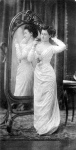 Мария Леонидовна Бердникова (Щербакова) примерно в 1904 году