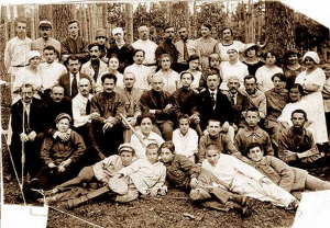 Коллектив ГУБОНО. И. И. Данюшевский, Л. С. Выготский. Гомель (Чепки), июнь 1922 г.