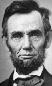 Отчетливо асимметричное лицо Авраама Линкольна одухотворено и привлекательно.
