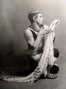 Нижинский в роли фавна в балете «Послеполуденный отдых фавна»
