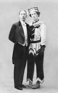 И. Стравинский и В. Нижинский в костюме Петрушки из балета «Петрушка» 1911г.