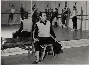 С. Лифарь на репетиции в «Гранд Опера»