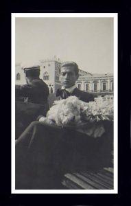 С. Лифарь в похоронной гондоле 1929 г.