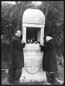 С. Лифарь и Б. Нижинская у могилы Дягилева 1970 г.