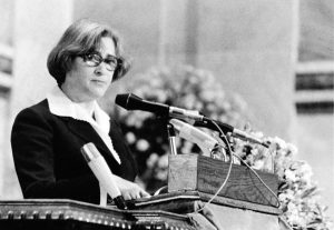 Елена Боннэр представляет А.Д.Сахарова на церемонии вручения Нобелевской премии мира, Осло, 10 декабря 1975г.