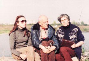 С внучкой Мариной над Окой
