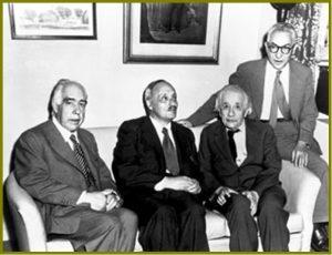 Слева-направо: Нильс Бор, Джеймс Франк, Альберт Эйнштейн и Лео Силард.