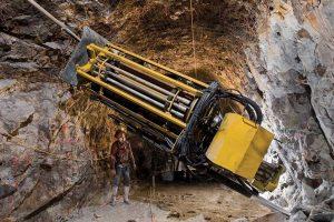 Рис.5. Установка крепи в выработках шахты Хендерсон