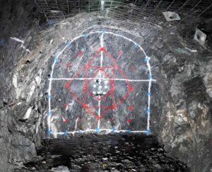 Рис.21. Последовательность взрывных работ при строительстве полости детектора